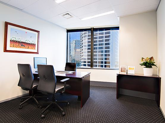 10-eagle-street-brisbane-office-1-555x416.jpg