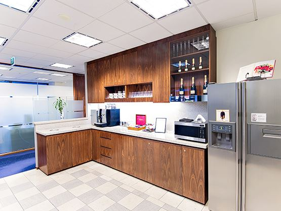 riparian-plaza-brisbane-kitchen-555x416.jpg