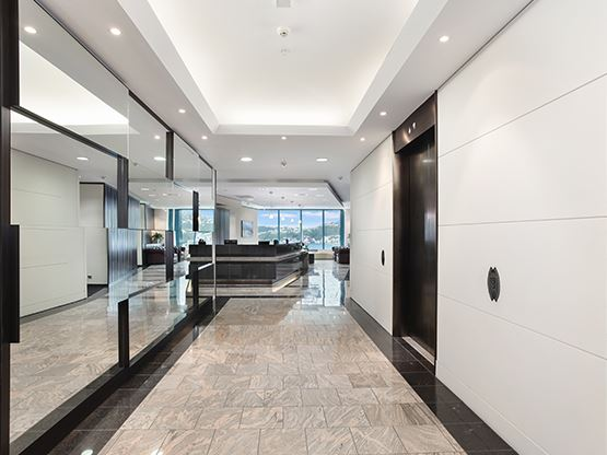 lobby-entrance-555x416-lambtonquay-wellington.jpg