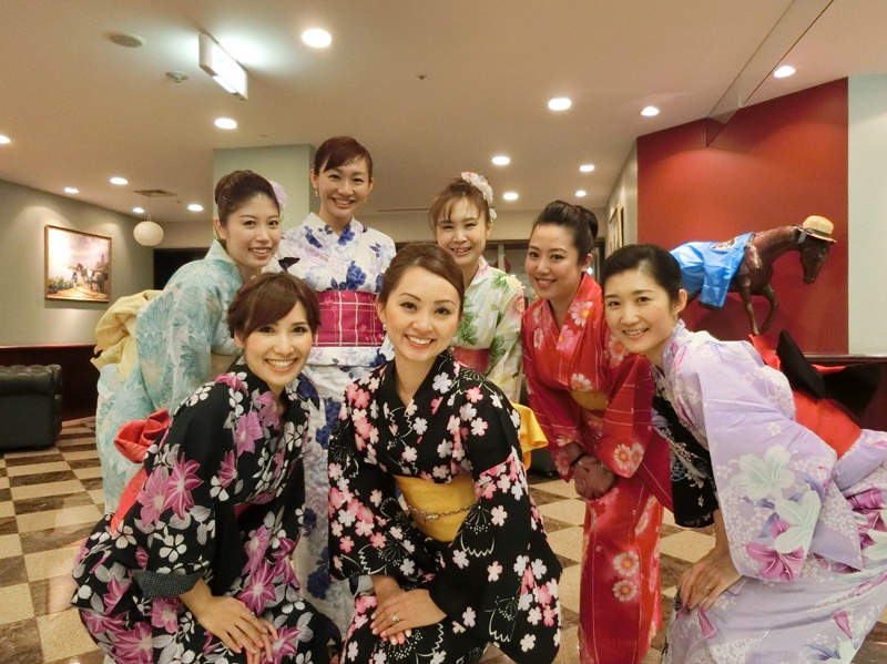 staff-in-yukata