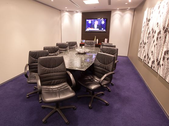 octagon-building-boardroom-555x416.jpg
